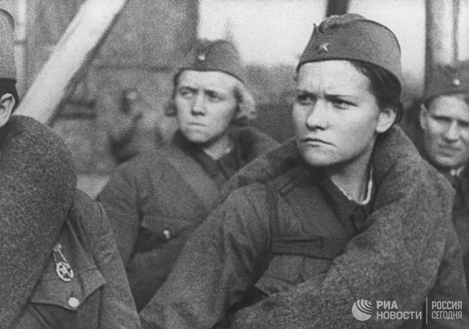 """Женщины-ополченцы, кадр из документального фильма """"Москвичи в 1941 году""""."""