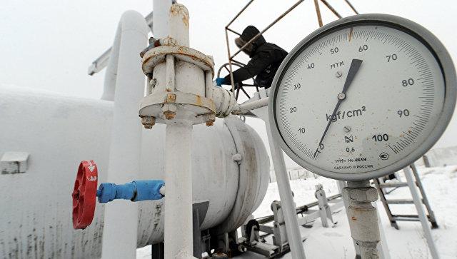 Манометр на газокомпрессорной станции около села Боярка, Украина. Архивное фото