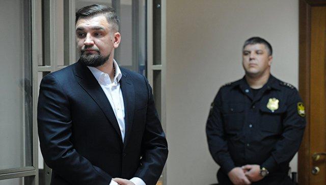 Децл отсудил уБасты 50 000 руб. заоскорбление