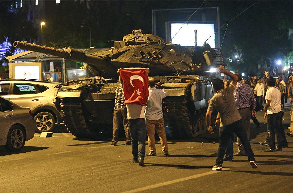 Танк на улице Анкары. 16 июля 2016 года