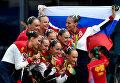 Спортсменки сборной России, завоевавшие золотые медали в произвольной программе групповых соревнований по синхронному плаванию на XXXI летних Олимпийских играх в Рио-де-Жанейро