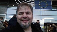 Руслан Коцаба около здания Европарламента. Архивное фото