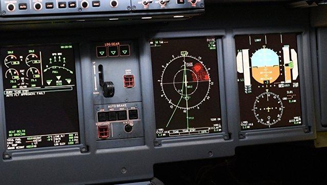 Приборы в кабине пилота. Архивное фото