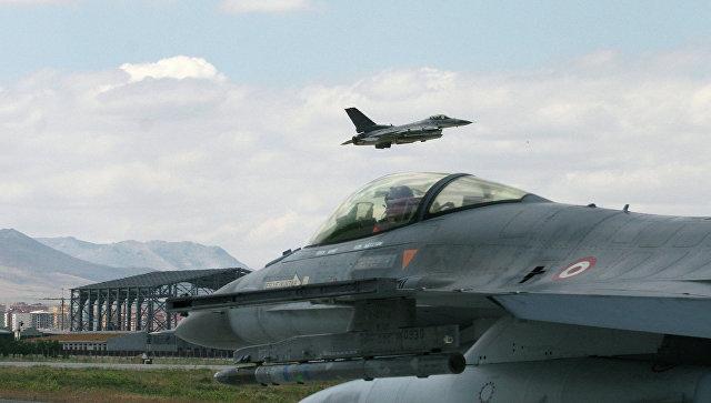 Власти Турции обвинили военный самолет России в нарушении воздушного пространства