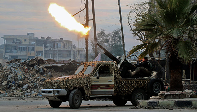 Боевики ведут огонь по позициям правительственных войск в Алеппо, Сирия