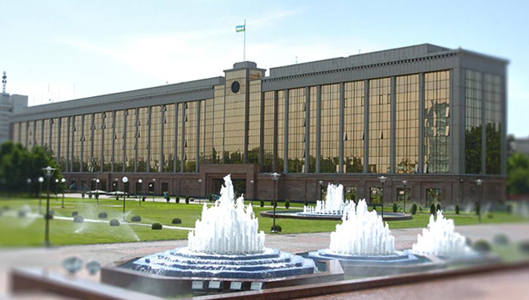 Здание правительства Узбекистана. Архивное фото
