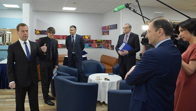 Расходы наоборону обеспечивают развитие экономики— Медведев