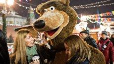 Посетительницы ГУМ-Ярмарки на Красной площади в Москве