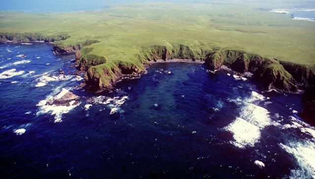 Остров Юрий из группы островов Хабомаи Малой Курильской гряды. Архивное фото