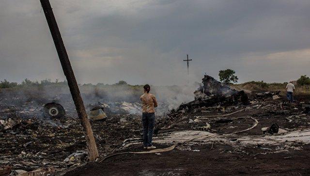 На месте крушения малайзийского самолета Boeing. Архивное фото