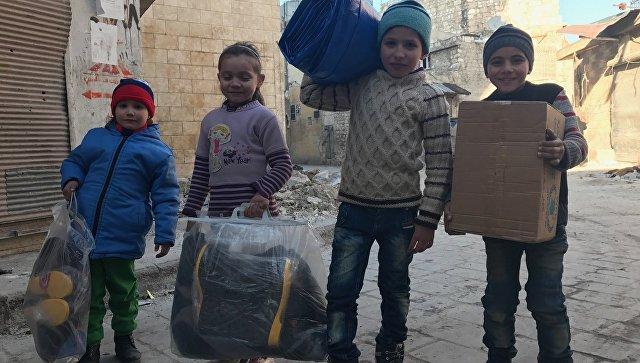 Дети, получившие первую гуманитарную помощь в Сирии. Архивное фото