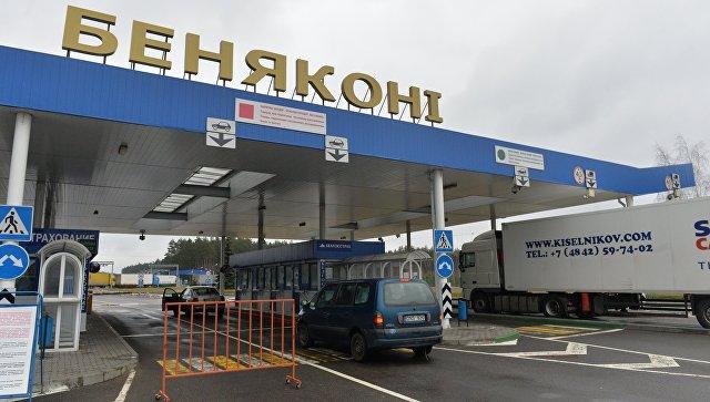Автомобили на пересечении белорусско-литовской границы в пункте пропуска Бенякони в Гродненской области Белоруссии