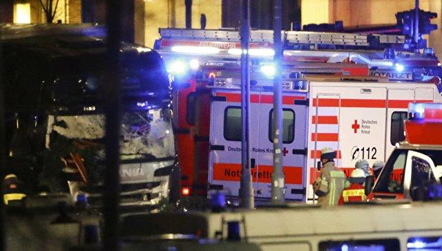 Наезд фургона натолпу людей вБерлине: поменьшей мере 50 человек пострадали