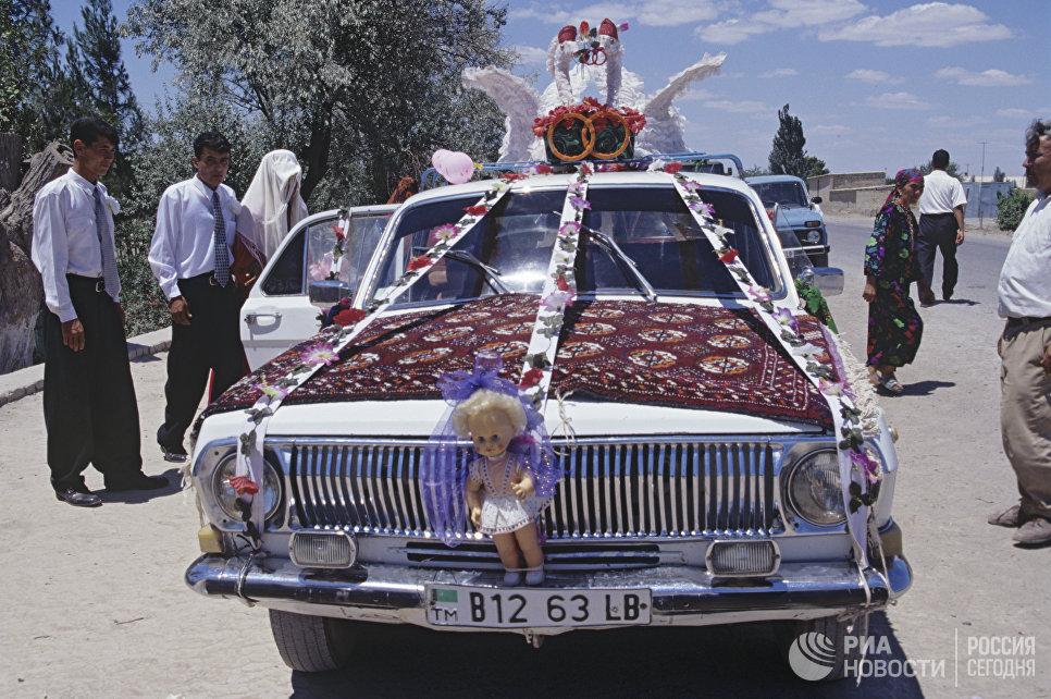 Свадебный автомобиль Волга в Туркмении