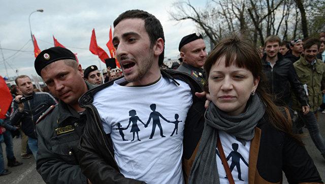 Энтео задержали впроцессе акции устены Кремля прямо умогилы Сталины