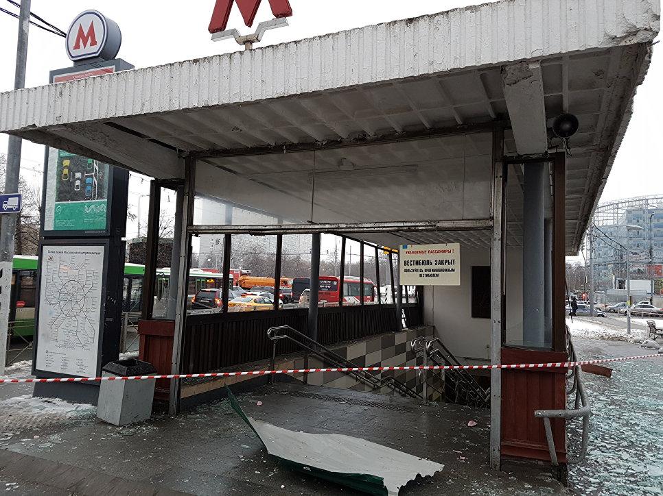 Вход в метро Коломенское, где раздался хлопок. 22 декабря 2016
