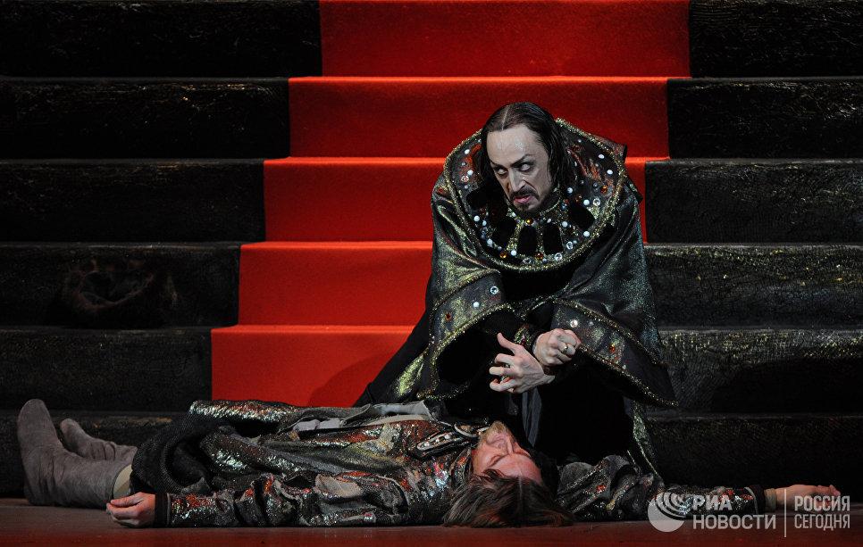 Павел Дмитриченко в сцене из балета Иван Грозный в постановке Юрия Григоровича
