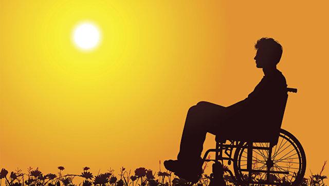 Мужчина с ограниченными возможностями в инвалидном кресле