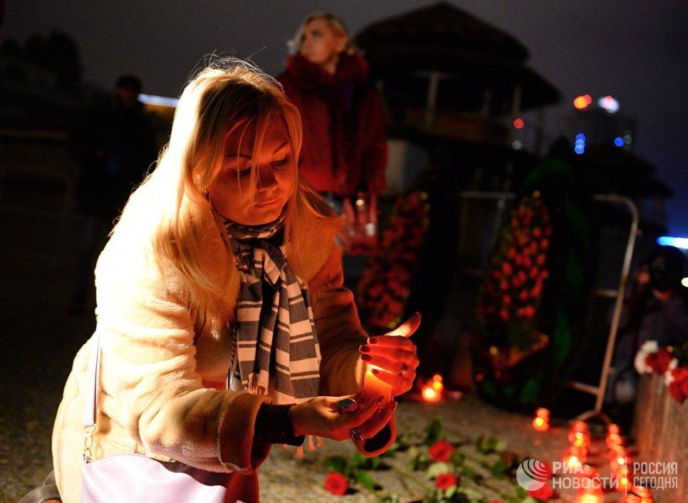 Горожане на акции памяти в Сочи, где самолет Минобороны РФ Ту-154 потерпел крушение у побережья Черного моря