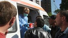 Исполнительный директор МОО Справедливая помощь Елизавета Глинка и волонтеры организации помогают бездомным на Павелецком вокзале. Архивное фото