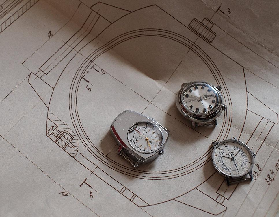 Старые модели часов фирмы Ракета на старом чертеже - разработке дизайна корпуса в музее студии дизайна часового завода Ракета.