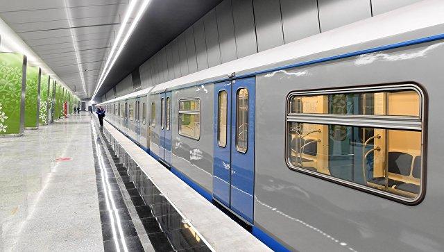 Поезд на станции метро. Архивное фото