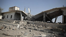 Разрушенное после саудовского авиаудара здание в Сане, Йемен. Архивное фото