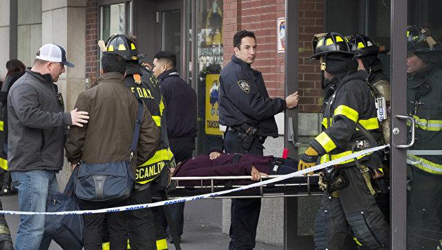 Пассажирский поезд сошел срельсов вБруклине, пострадали 18 человек