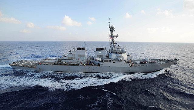 Эсминец США уклонился отстолкновения сиранским катером