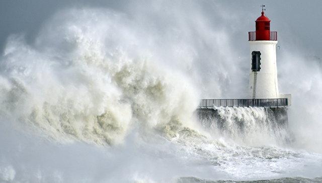 ВоФранции шторм обесточил неменее 200 тыс. домов