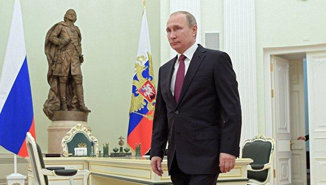 Президент РФ Владимир Путин перед началом встречи в Кремле с президентом Молдовы Игорем Додоном. 17 января 2016
