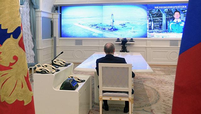 Президент РФ Владимир Путин во время церемонии запуска газопровода Бованенково – Ухта-2 и нефтепроводов Заполярье – Пурпе и Куюмба – Тайшет. 18 января 2017