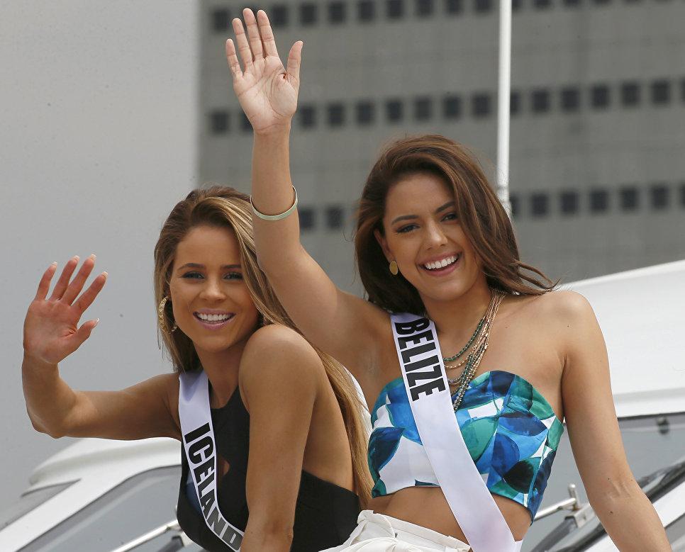 Участница конкурса Мисс Вселенная из Исланди Мария Хильдур и участница из Белиза Ребекка Рат на борту яхты Счастливая жизнь во время путешествия на пляжный курорт в Маниле, Филиппины