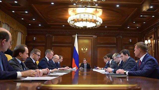 Медведев: расходы насодержание дорог составили неменее 700 млрд руб.