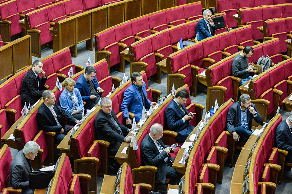 Открыто последнее совещание 5-й сессии Рады, пришли члены Кабмина