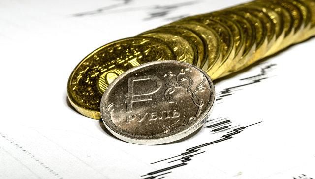Монеты номиналом 5 и 10 рублей. Архивное фото