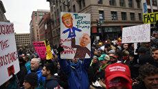 Протесты на улицах Вашингтона во время инаугурации избранного президента США Дональда Трампа.