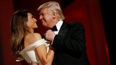 Президент США Дональд Трамп и первая леди Меланья Трамп на балу Liberty в честь своей инаугурации в Вашингтоне