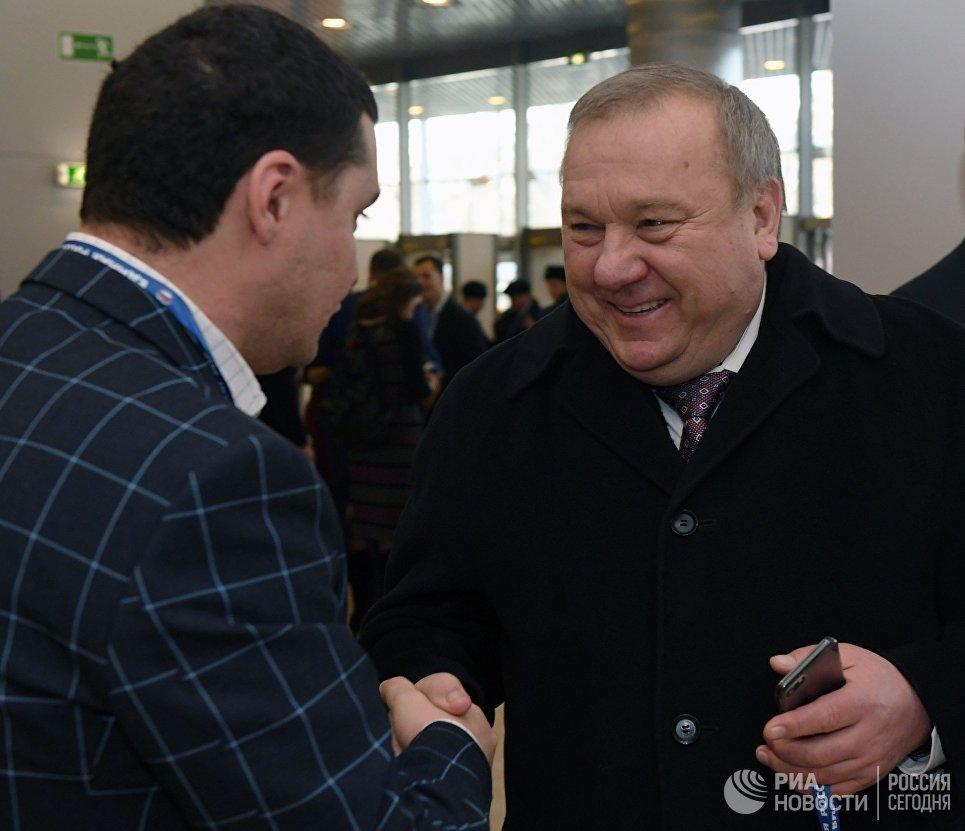 Председатель комитета Государственной Думы РФ по обороне Владимир Шаманов перед началом XVI съезда партии Единая Россия в Москве