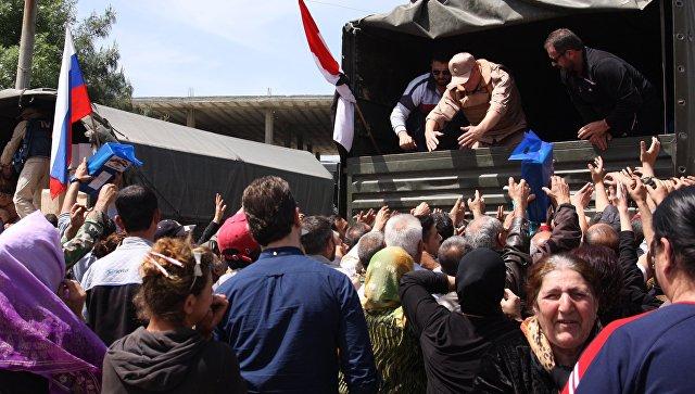Раздача российской гуманитарной помощи в сирийской провинции Хама. Архивное фото