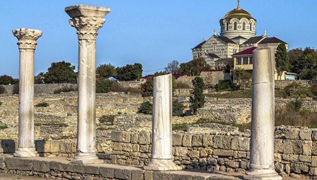 Руины древнегреческого города Херсонес в Крыму. Архивное фото