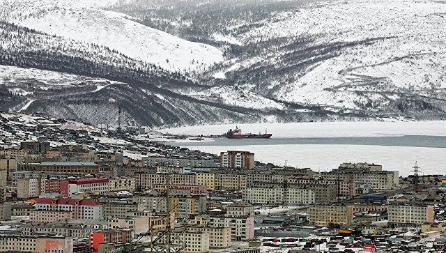 Панорамный вид на порт и жилые кварталы Магадана. Архивное фото