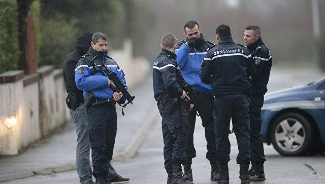 Французская жандармерия блокирует дороги в городе Данмартан-ан-Гоэль