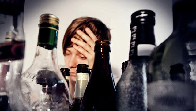 Пьяная женщина. Архивное фото