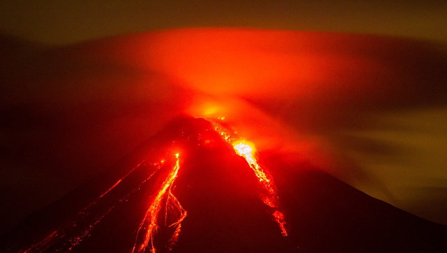 Извержение мексиканского вулкана Колима. 12 июля 2015