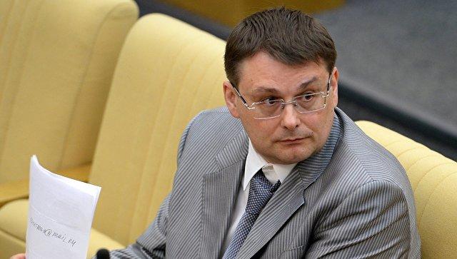 Член комитета ГД по бюджету и налогам Евгений Федоров во время пленарного заседания Госдумы РФ