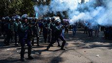 Полиция применила слезоточивый газ против демонстрантов, выступающих против строительства угольной электростанции в Дакке, Бангладеш