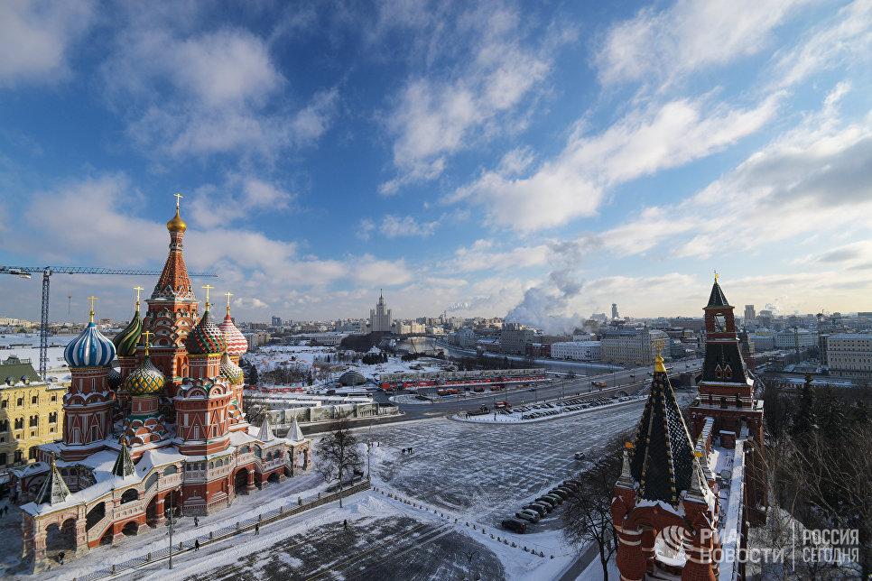 Вид со Спасской башни Московского Кремля на Храм Василия Блаженного