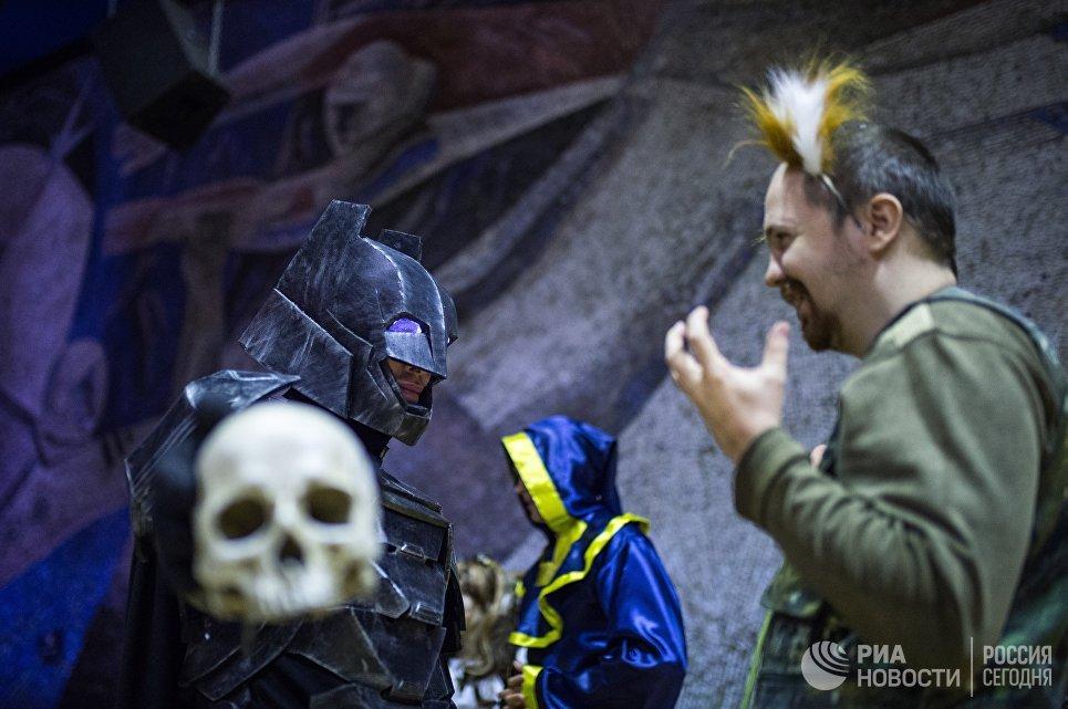 Участники аниме-фестиваля AniMatrix во Дворце культуры и техники МАИ в Москве