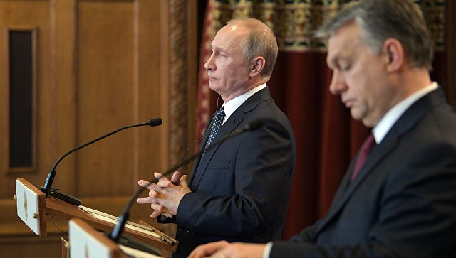 Президент РФ Владимир Путин и премьер-министр Венгрии Виктор Орбан во время совместной пресс-конференции по итогам встречи в Будапеште. 2 февраля 2017